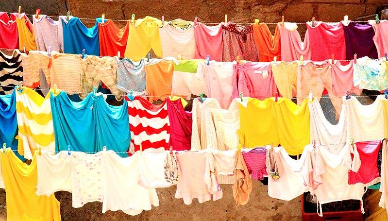 eliminar olor a humedad de la ropa